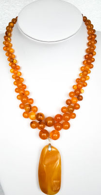 Vintage natural Baltic Amber necklace with pendant egg yolk butterscotch colour, 49 grams