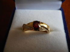 Two-tone gold ring with natural ruby and 0.10 ct diamonds – IGI certificate.