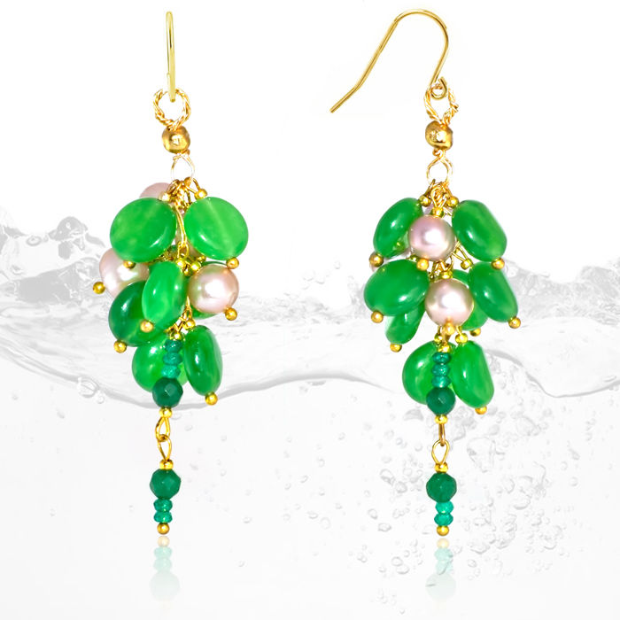 Pair of 14kt  'Cluster' earrings with Jadeite Jade and pearls   – Length 7 cm