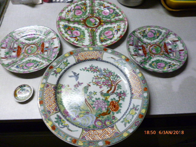 1 large decorative plate Oriental porcelain + 3 Macao decorative plates + 1 mini plate & 1 large decorative plate Oriental porcelain + 3 Macao decorative ...