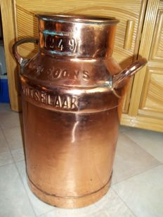Beautiful old large copper plated milk churn - height 48 cm.