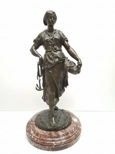 Emile Louis Picault (1815-1933) - 'Mareyeuse' - large bronze sculpture of a fisherman's wife - France - end of 19th century