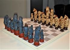 Chess set with beautiful large chess pieces – the animal kingdom