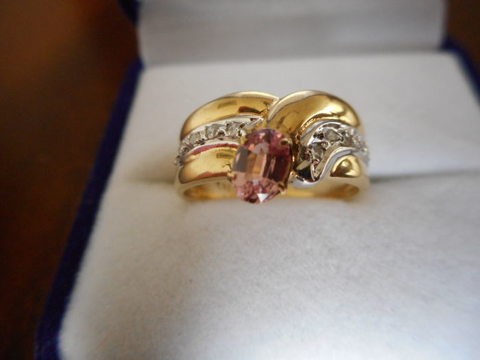 Gold ring with natural untreated ***padparadscha*** sapphire and diamonds, Certificate IGI - Yellow Gold 18 kt / 750 - Size 7