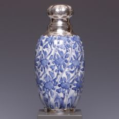 Blue and white porcelain vase, stylised floral decorations - China - early 18th century (Kangxi period)