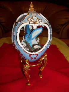 Franklin Mint - House Of Fabergé Bluebird Egg with stand - height 21 cm - 24 carat gold plated - very good condition