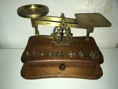 Scale copper on solid box with tray and weights
