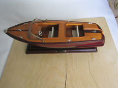 Unknown artist - Wooden yacht model, with plate 'N.Y. Yacht Club'