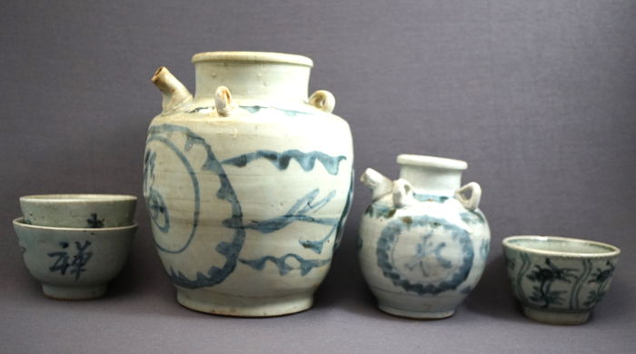 Collection of 2 jugs and 3 bowls - China - 17th century, Ming dynasty (1368 - 1644)