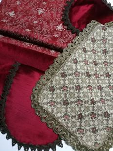 Set of antique doilies and decorative pillows Velvet, damask and brocade. Italy.