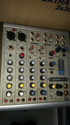 Mixer Soundcraft compact 4 + power supply