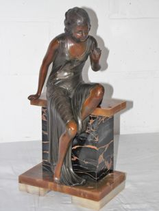Uriano - Art Deco sculpture of a seated young woman