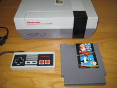 Nintendo NES Entertainment System (8 bit) 1 game, 1 controler.