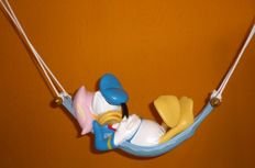 Disney - Beeld - Donald Duck in hangmat