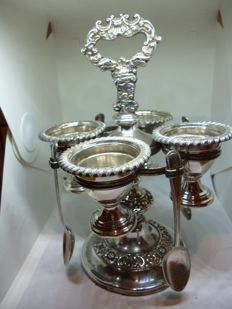 Four-piece eggcup set complete with spoons in English silver plating, period: 1800-1849