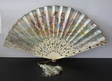Fan with mount in gilded carved bone - Napoleon III period - Hand-painted designs - Circa 1860 - France