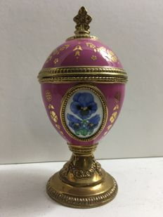 "TFM House of Faberge - 'Pansy', stunning violet 24k porcelain goldplated Music box in eggshape playing"" Tchiakovsky's 'Sleeping Beauty'"
