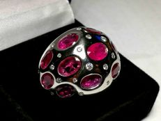 Jeweller's Band Ring in 18 kt Gold with 10 ct of Rubies and Diamonds - Size 52.