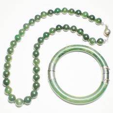 Necklace and bracelet in jadeite jade, 1950s, 'spinach' colour