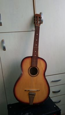 Classical guitar from the 50s/60s by Sicilian luthier making