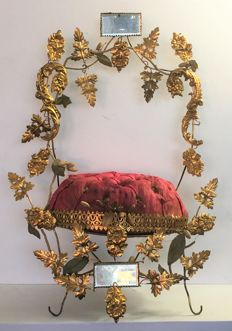 Padded Bridal cushion / Bridal throne, with mirror, fire gilded and wax ornaments to put on the wedding rings - France - ca. 1870
