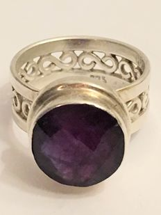 Vintage silver ring with an amethyst of 4.23 ct - 1970