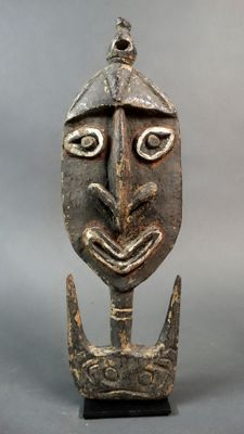 Ancient head figure hook for yam ceremony - Kwoma - Papua New Guinea