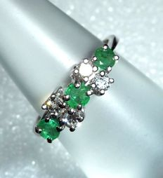 Row ring in 14 ct.
