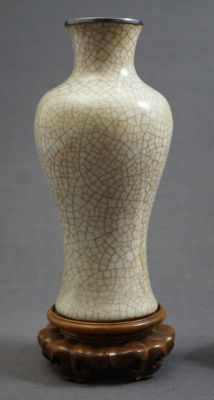 Ge ware baluster vase with silver edge - China - 19th century