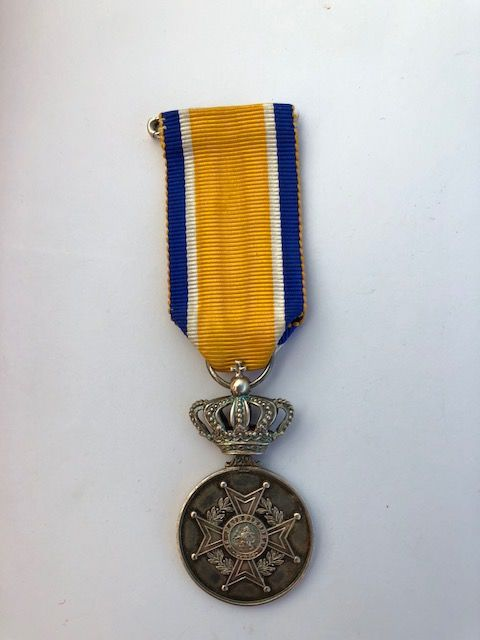 Silver honorary medal associated to the order of Orange-Nassau