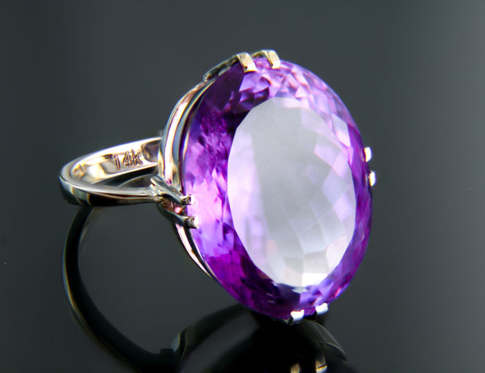17.2 ct. Amethyst 14 kt Gold Ring. Size: 18 mm. (EU - 57, US - 8) No reserve