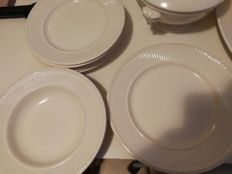 Wedgwood, Edme addition 18 pieces, dishes, plates etc.