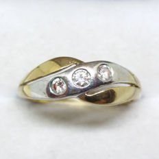 Vintage Triology of Si grade wesselton diamonds in solid yewllow and white gold.