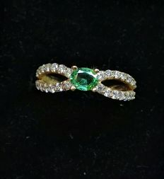 18 kt rose gold ring - 1.80 g - Top quality emerald and diamonds of 1.80 ct, G VS, No. 15