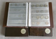 World - Batch of various coins in three albums (approx. 557 pieces)