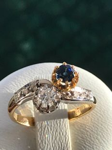 """Antique gold and platinum model """"toi et moi"""" ring set with saphhire and diamonds – size 52 / 16.60 mm"""