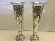 A pair of Victorian embossed silver vases - William Comyn & Sons - London - 1897 & 1898