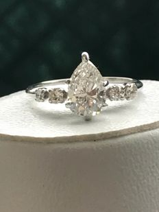 Pretty ring in 18 kt white gold, set with 0.74 ct Top Wesselton diamonds - size 49.5 / 15.96 mm