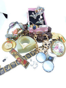 20 Vintage Silver, Gold, Enamel, Diamond, Sapphire, Jade, Emerald Opal, Moonstone Carving variety collection