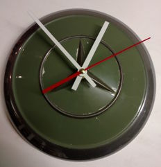 Mercedes-Benz Ponton hubcap clock - green - diameter 24.5 cm
