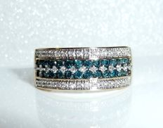 Ring made of 9 kt / 375 gold 0.50 ct white diamonds and 0.50 ct blue diamonds, ring size 53-54 **no reserve price**