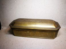Old brass tabatière with 2 compartments.