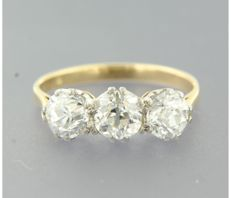 18 kt bicolour gold triple stone ring set with Bolshevik cut diamonds of approx. 2.30 ct in total