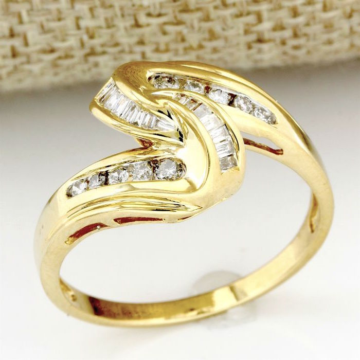 14 kt Yellow Gold 0.33 ct Diamond Ring  ,  Size: 10