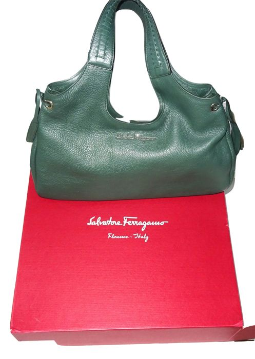 Salvatore Ferragamo - Large calf leather shoulder bag, never used, in box  with dust bag f1de889735