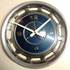 Mercedes-Benz hubcap clock - blue metallic - chrome numerals - diameter 39 cm
