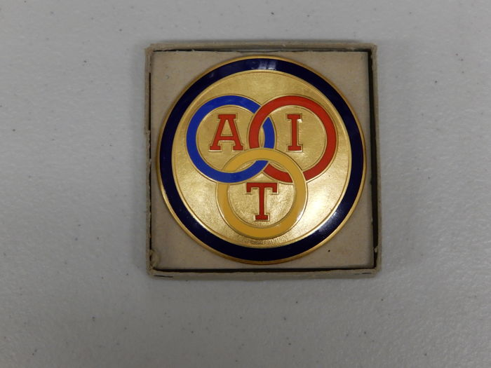"Vintage Gilt Alliance Internationale de Tourism AIT Auto Car Badge 1970's Approx 2.75"" Founded in 1898 in Luxembourg"