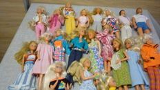 18 Barbies and 2 x Ken, mostly 80s
