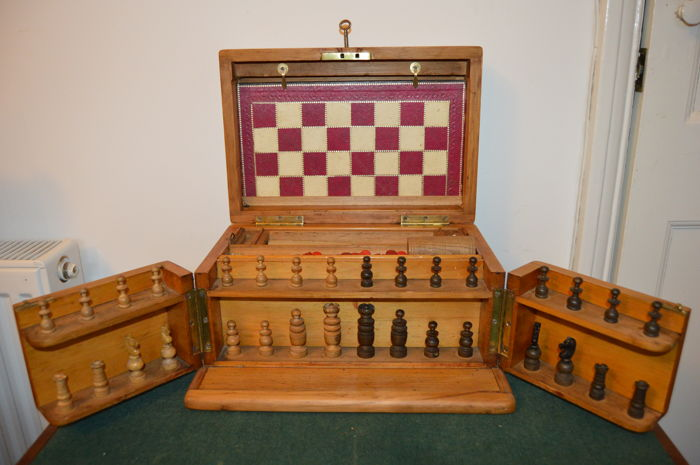 Games Compendium, Chess & Draughts, Backgammon; Jack straws, Steeple Chase, Bezique etc. - England - 1900