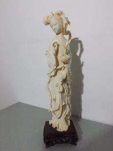 Great immortal with lotus flowers in ivory (30 cm) - China - circa 1920